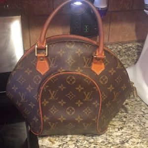 LV bowling ball bag in good condition